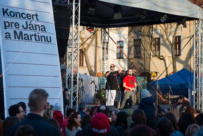 Konzert für ermordeten Untersuchungsreporter Jan Kuciak und sein fiancée Martina Kusnirova in Pezinok, Slowakei im April 3, 2018 lizenzfreies stockfoto