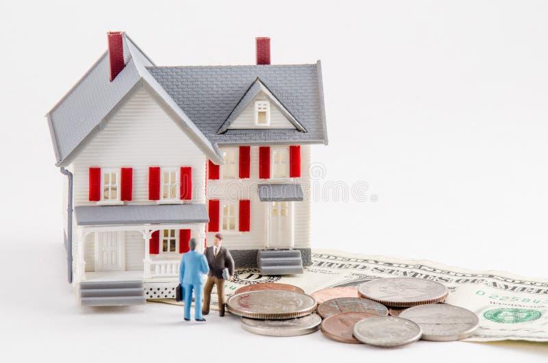 Koop of verkoop een Huis stock afbeeldingen