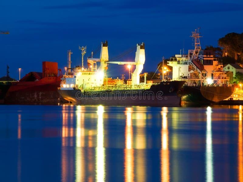 Koopvaardijschip stock afbeelding