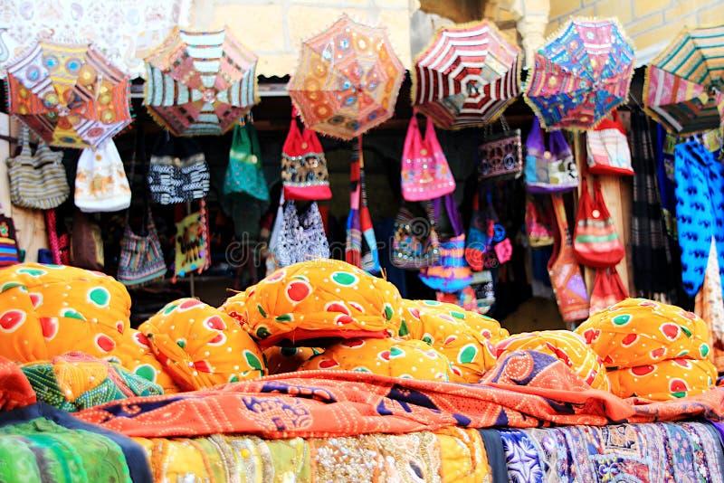 Koopwaar bij Opslagvoorzijde, Jaisalmer royalty-vrije stock foto