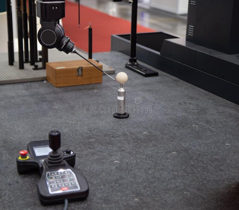 Koordinaten-Messen CNC CMM Roboter lizenzfreie stockbilder