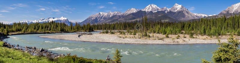 Kootenay-Fluss-Bergpanorama, Britisch-Columbia stockfotos