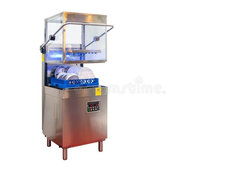 Kop en witte plaat in automatische moderne afwasmachinemachine voor industrieel geïsoleerd op witte achtergrond met het knippen v stock fotografie