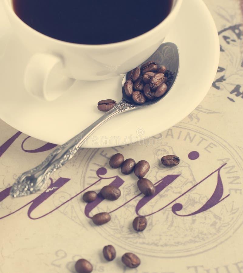 Kop koffie en koffiebonen. royalty-vrije stock foto