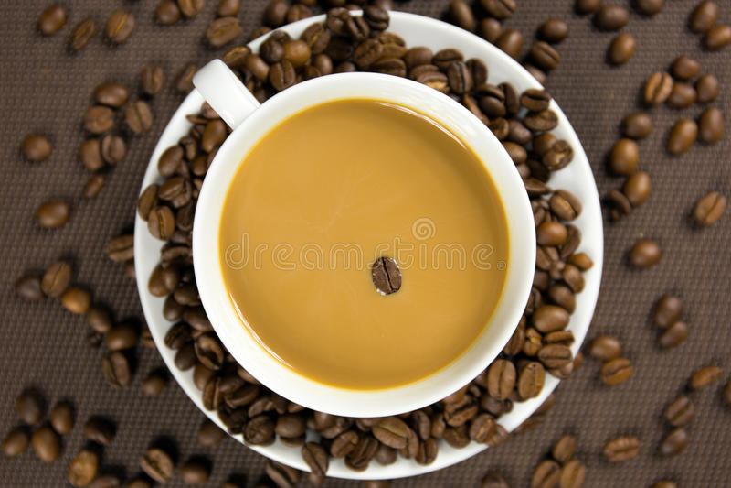 Kop koffie en koffiebonen royalty-vrije stock fotografie