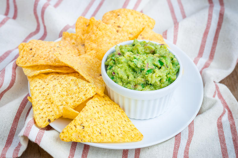 Kop met ruige guacamole stock afbeeldingen