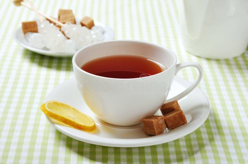 Kop met thee en citroen stock foto's