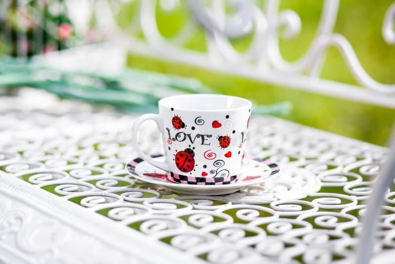 Kop thee met de woordliefde royalty-vrije stock afbeeldingen