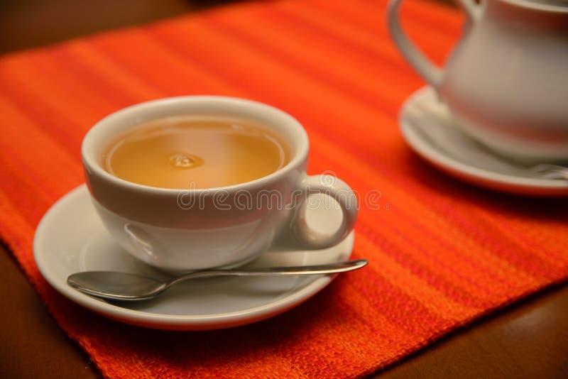 Kop thee op de lijst stock afbeelding