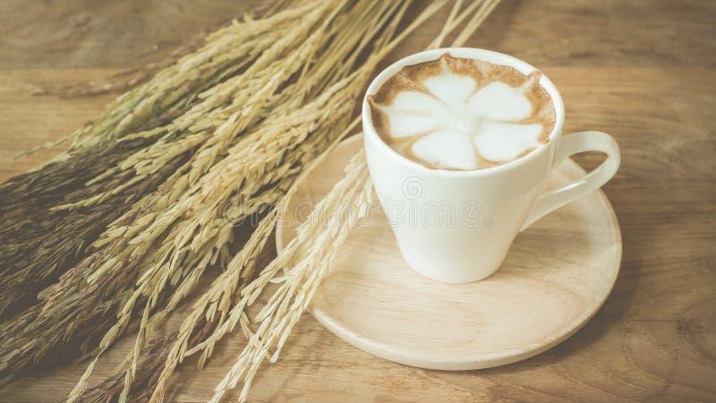Kop van cappuccinopastelkleur royalty-vrije stock foto