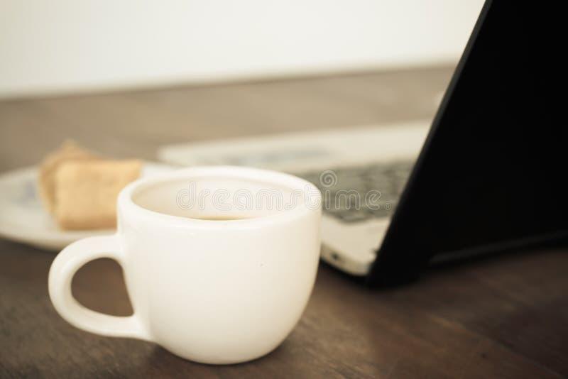 Kop van cofee in wit glas royalty-vrije stock foto's