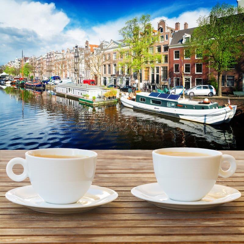 Kop van koffie in Amsterdam stock afbeeldingen