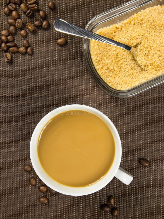 Kop van koffie en bruine suiker royalty-vrije stock foto's