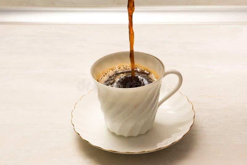 Kop van koffie en kleine schotel royalty-vrije stock fotografie