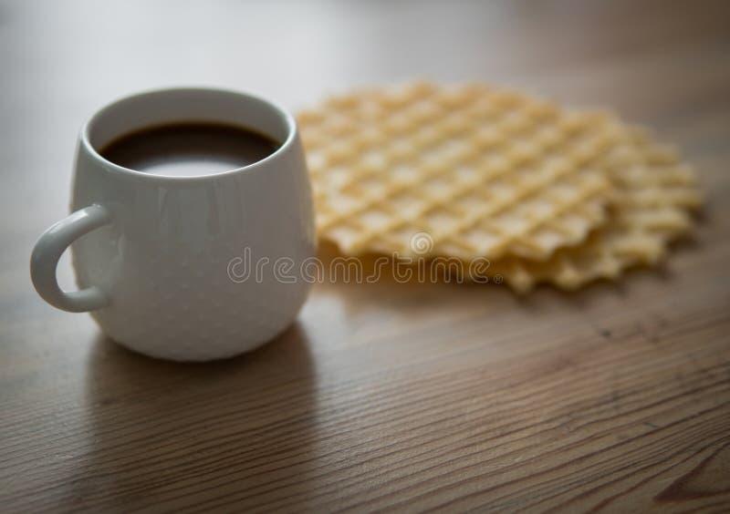 Kop van koffie met koekjes royalty-vrije stock afbeelding