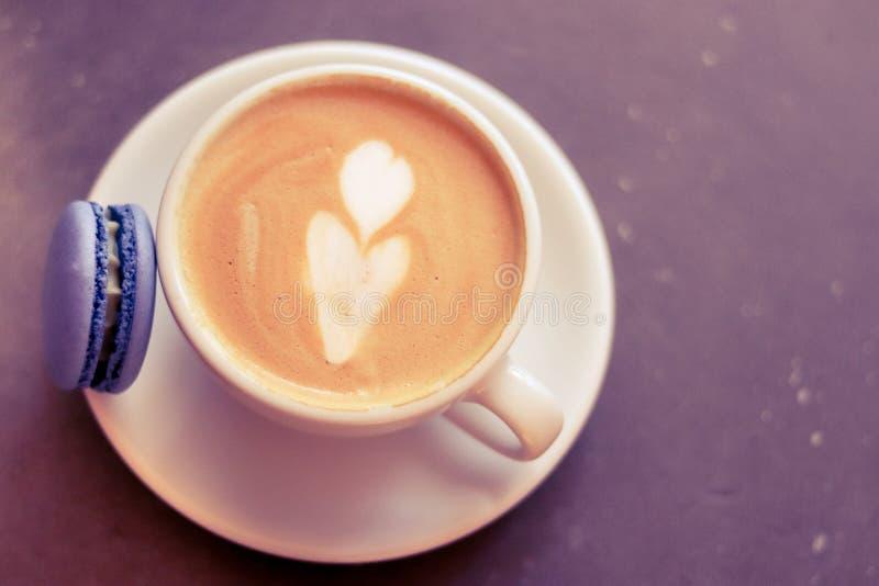 Kop van koffie met makaron royalty-vrije stock foto