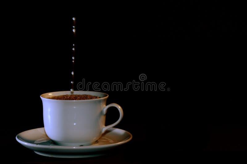 Kop van koffie met melk stock fotografie