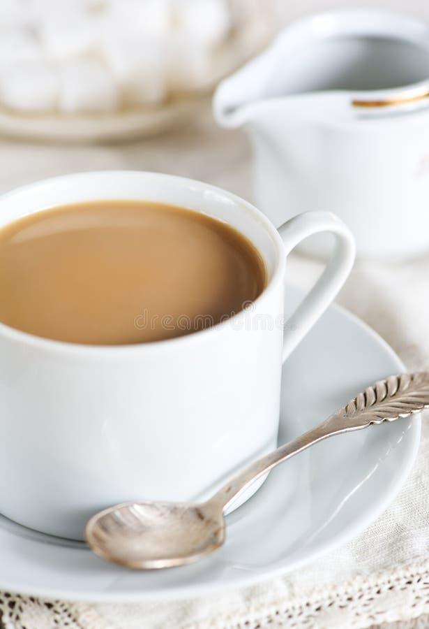 Kop van koffie met melk royalty-vrije stock afbeeldingen