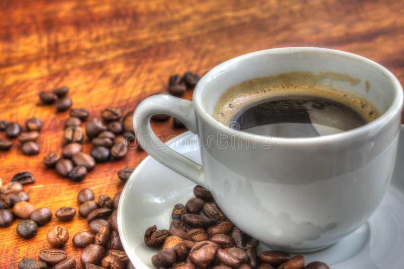Download Kop Van Koffie Op Een Houten Lijst Stock Afbeelding - Afbeelding bestaande uit onderbreking, organisch: 54078897