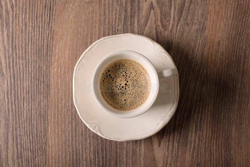 Kop van koffie op houten royalty-vrije stock fotografie