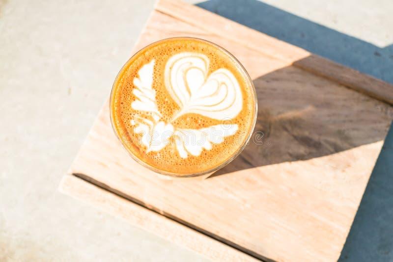 Kop van koffie op houten dienbladachtergrond royalty-vrije stock afbeelding