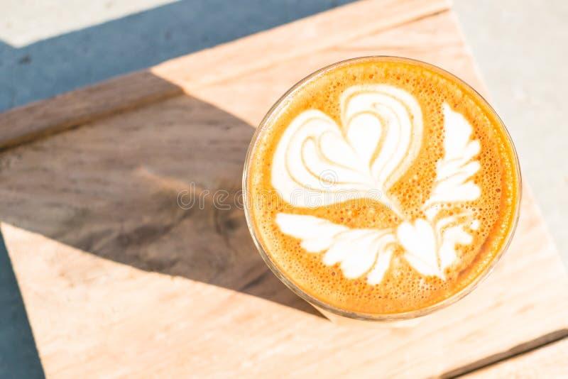 Kop van koffie op houten dienbladachtergrond royalty-vrije stock fotografie