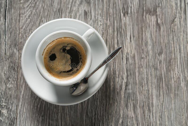 Kop van koffie op houten lijst, hoogste mening stock foto