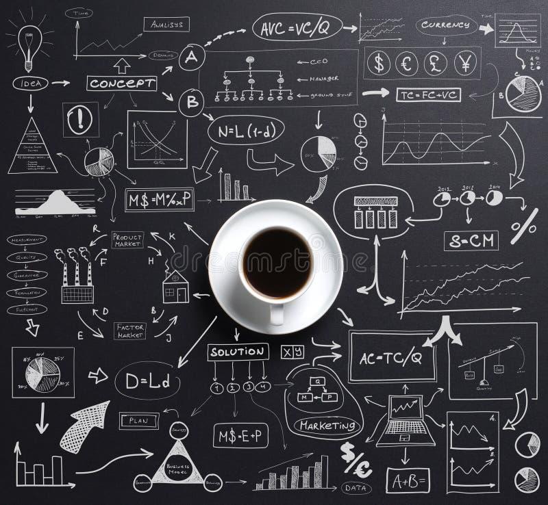 Kop van koffie over een zwarte achtergrond royalty-vrije stock fotografie