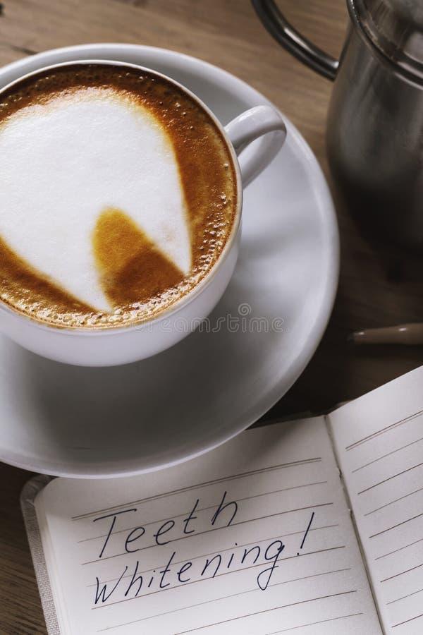 Kop van vers voorbereid koffieclose-up royalty-vrije stock foto's