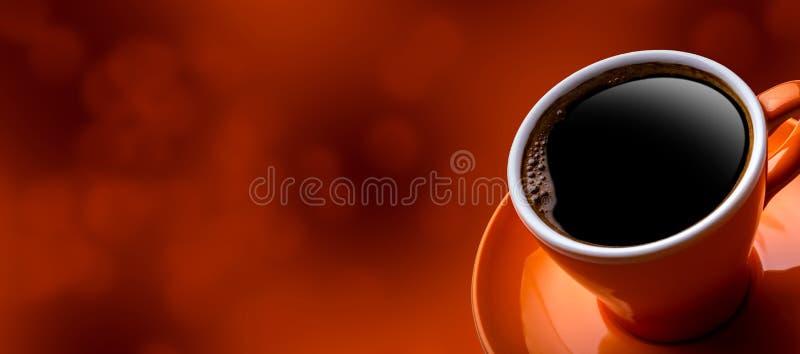 Kop van zwarte koffie op bokehachtergrond royalty-vrije stock afbeeldingen