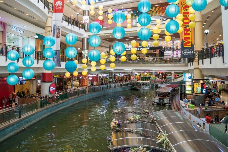 Kopalnia rejs jest łódkowatym przejażdżką na dwa wielkich jeziorach obok kopalnia zakupy centrum handlowego w Seri Kembangan zdjęcia royalty free