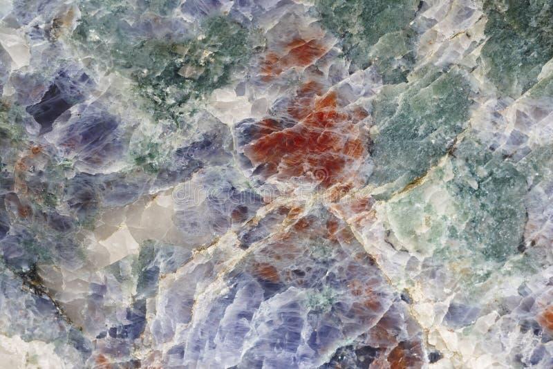 Kopalny tło Kordierytu kamienny makro- szczegół Geologii gemst fotografia royalty free