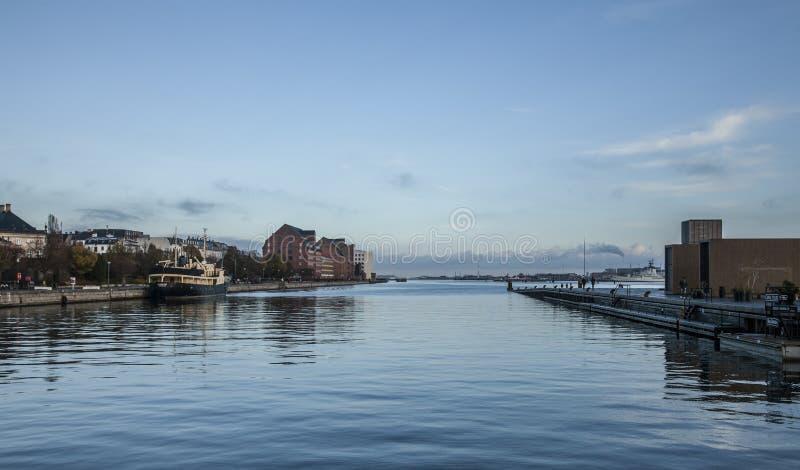 Kopenhagen - blauwe hemel en overzees royalty-vrije stock foto's