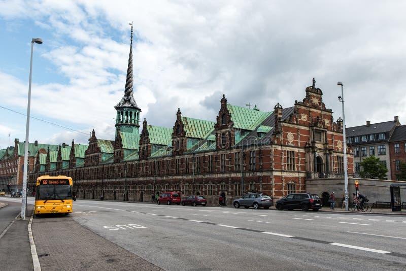 KOPENHAGEN, DÄNEMARK - 25. AUGUST 2015: Börse Bosen des 17. Jahrhunderts in der Mitte von Kopenhagen, Dänemark cityscape lizenzfreies stockbild