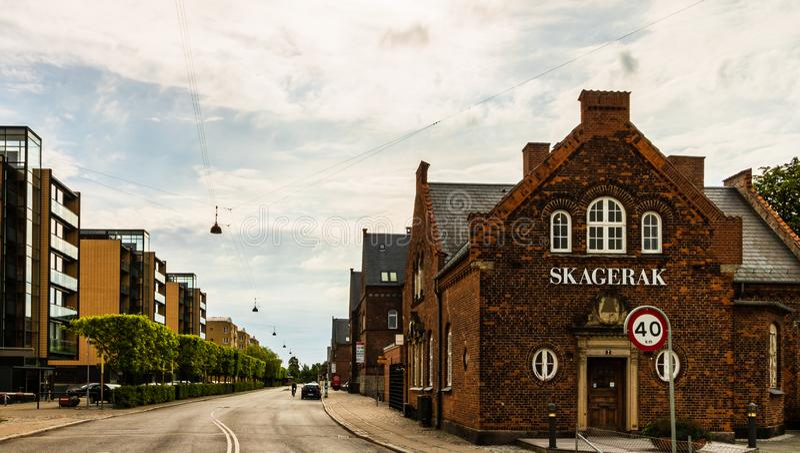 Kopenhagen, Dänemark - 2019 Berühmte Straßen mit bunten Gebäuden in Kopenhagens alter historischer Mitte dänemark lizenzfreies stockbild