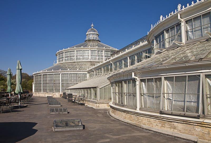 Kopenhagen, Dänemark - die Gewächshäuser am botanischen Garten stockbild
