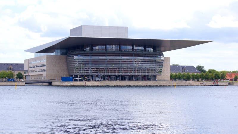 KOPENHAGEN, DÄNEMARK - 06. JUL, 2015: Aussicht auf das moderne Opernhaus in der dänischen Hauptstadt stockfotos