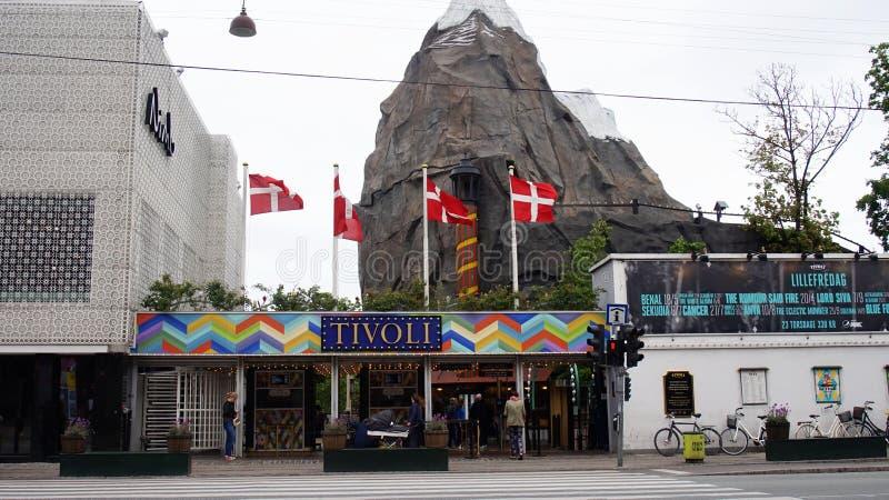 KOPENHAGEN, DENEMARKEN - MEI 31, 2017: De ingang van Tivoli tuiniert een beroemde pretpark en genoegentuin in Kopenhagen stock afbeelding