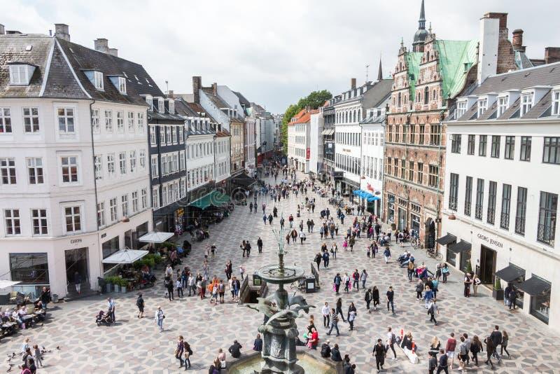 Kopenhagen-Stadtdänemark-Straße stroeget Einkaufen mit Leuten lizenzfreie stockfotografie