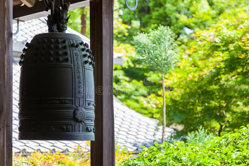 Koperklok in Ryoan -ryoan-ji tempel Kyoto stock foto's