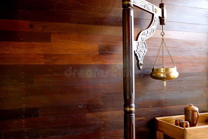 Koperschip voor shirodhara stock foto's