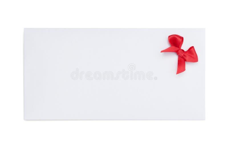 Koperta z czerwonym tasiemkowym łękiem obraz stock