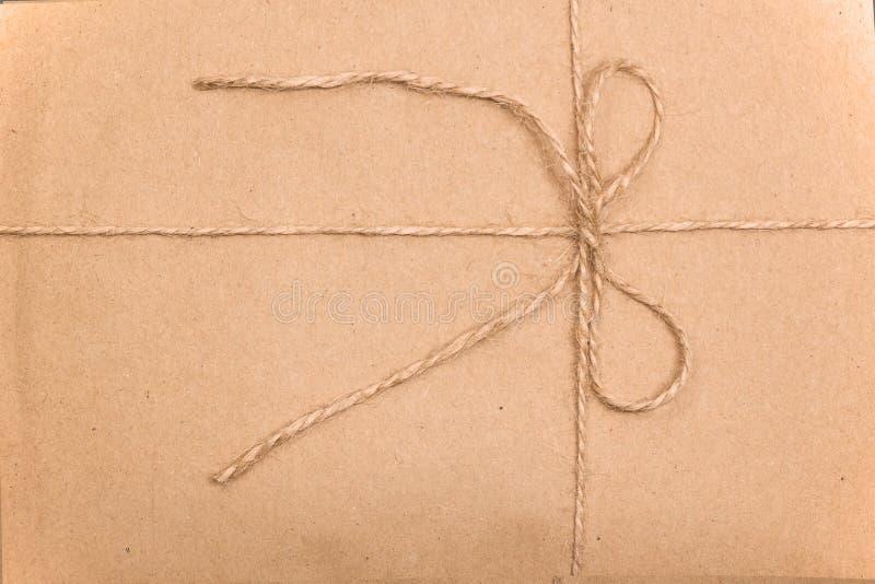 Kopertowy Kraft papier wiążący z sznurkiem zdjęcie royalty free