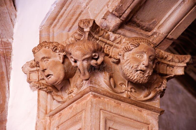 Kopf des Mannes und der Ziege geschnitzt lizenzfreies stockbild