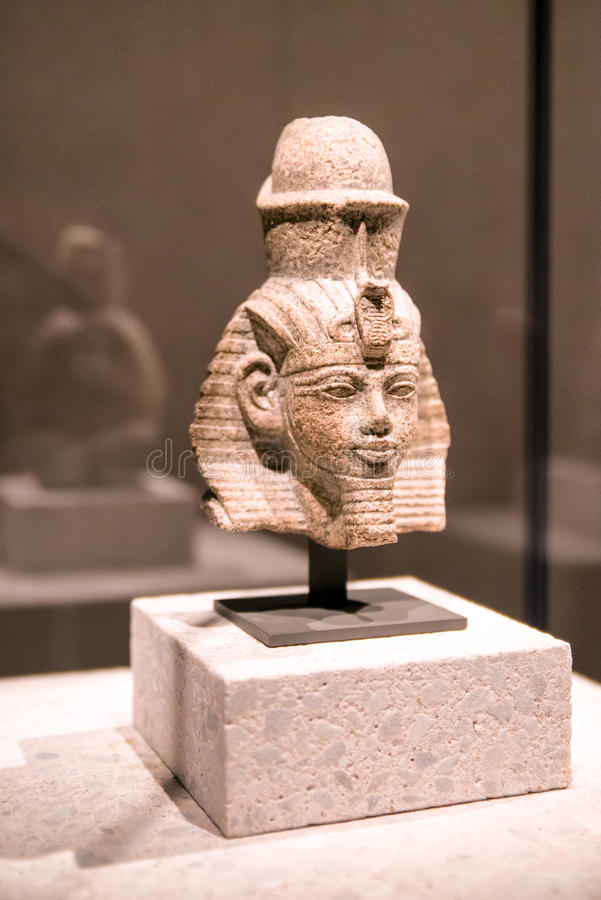 Kopf einer Statue von Amenhotep III im ägyptischen Museum in Berlin stockbild