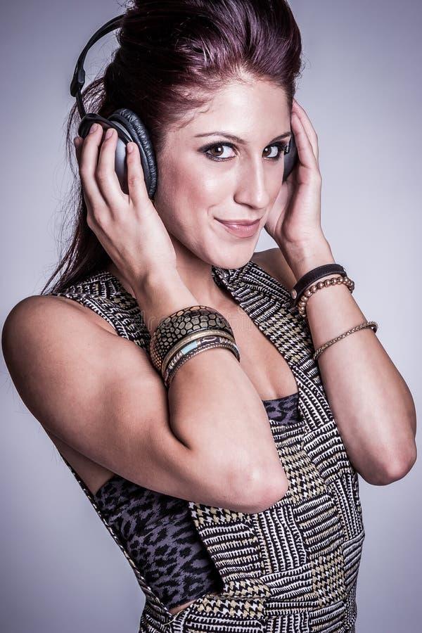 Kopfhörer-Musik-Mädchen lizenzfreie stockfotografie