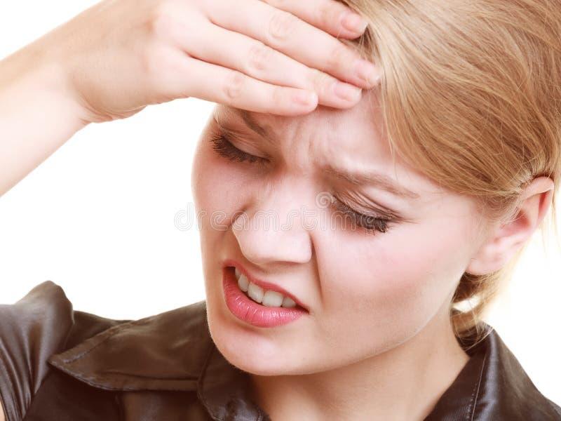 Kopfschmerzen Frau, die unter den Hauptschmerz lokalisiert leidet stockbild