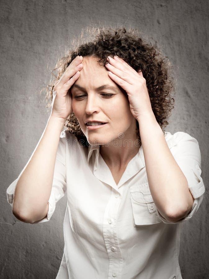 Download Kopfschmerzen haben stockbild. Bild von schönheit, lächeln - 27728537