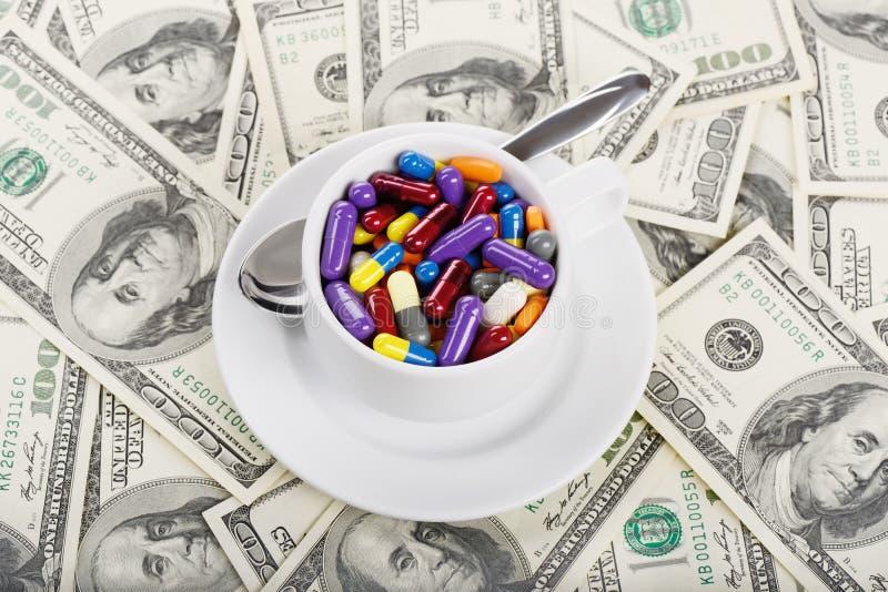 Kophoogtepunt van tabletten en pillen royalty-vrije stock fotografie
