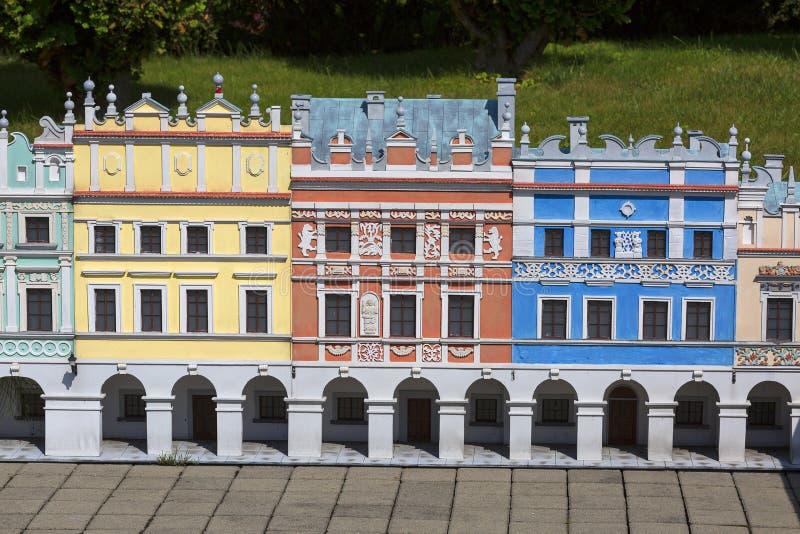 Kopian av kopian av armeniska hyreshusar i Zamosc, miniatyr parkerar, Inwald, Polen arkivfoton